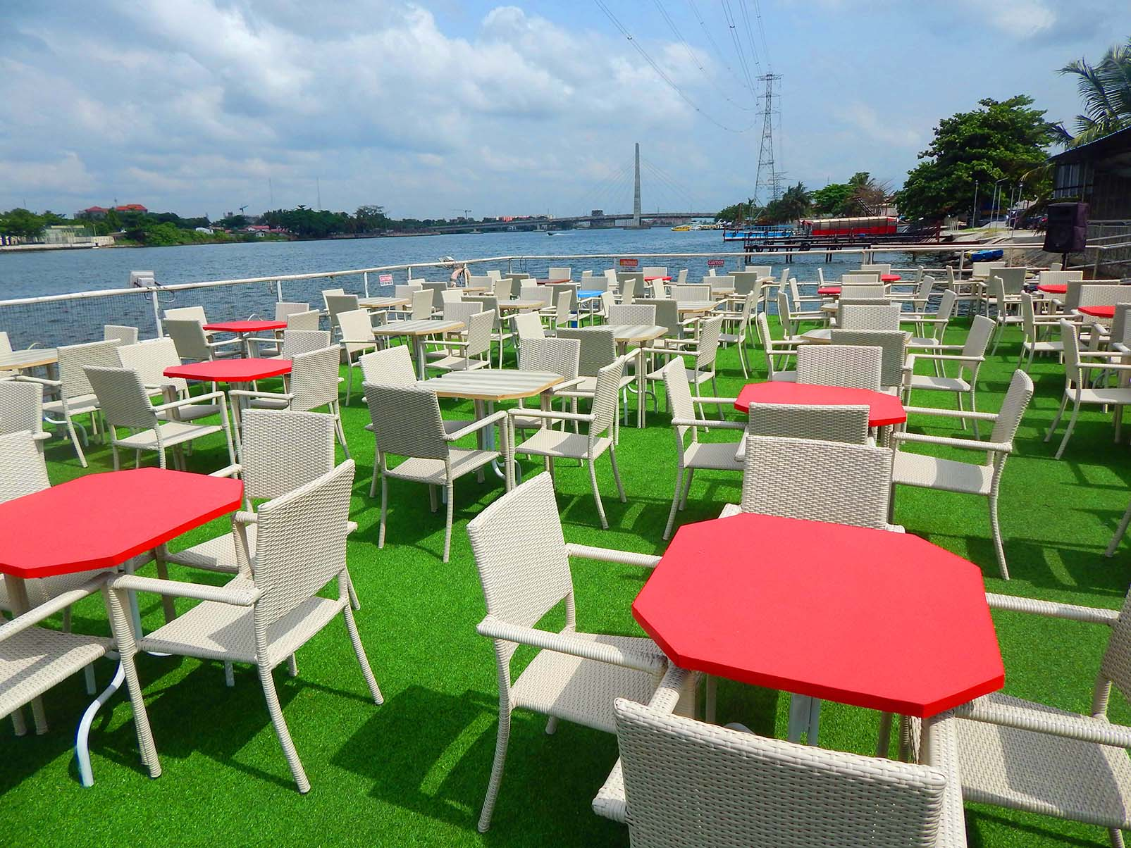 list of best bars and hangout spots to visit in Lagos