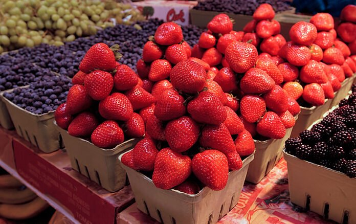 fruits to eat right now strawberries