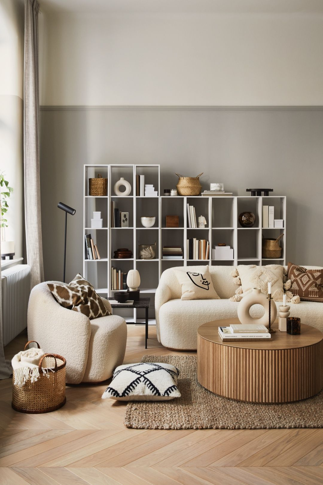 earthy tones and round shapes decors